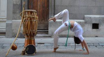 Capoeira es un arte marcial afro-brasileño que combina facetas de danza, música y acrobacias, así como expresión corporal. Fue desarrollado en Brasil por descendientes africanos con influencias indígenas probablemente a principios del siglo XVI. Es conocido por sus rápidos y complejos movimientos, que utilizan los brazos y las piernas para ejecutar maniobras de gran agilidad en forma de patadas, fintas y derribos, entre otros. La capoeira como estilo de lucha incorpora movimientos bajos y barridos, mientras que en el ámbito deportivo se hace más énfasis en las acrobacias y las demostraciones ritualizadas de habilidad. Se practica con música tradicional de berimbau.
